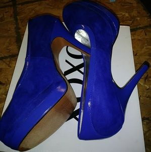 XOXO Camille Blue Faux Suede Round Toe Heels